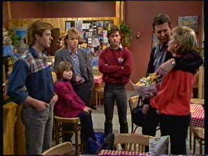 Clive Gibbons, Vicki Gibbons, Scott Robinson, Mike Young, Des Clarke, Daphne Clarke in Neighbours Episode 0307