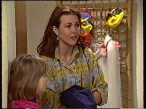 Louise Laurie, Vicki Gibbons in Neighbours Episode 0308