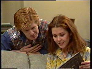Clive Gibbons, Louise Laurie in Neighbours Episode 0308