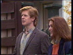 Clive Gibbons, Louise Laurie in Neighbours Episode 0309
