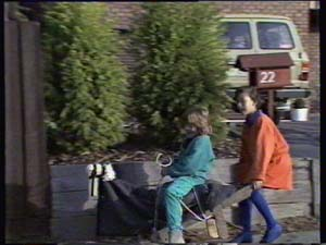 Lucy Robinson, Vicki Gibbons in Neighbours Episode 0313