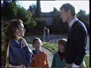 Kate Gibbons, Lucy Robinson, Vicki Gibbons, Graham Gibbons in Neighbours Episode 0313