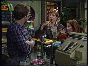 Alex Carter, Clive Gibbons, Louise Laurie in Neighbours Episode 0313