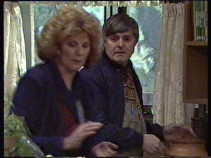 Madge Mitchell, Tom Ramsay in Neighbours Episode 0313