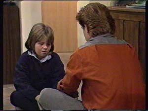 Vicki Gibbons, Clive Gibbons in Neighbours Episode 0316