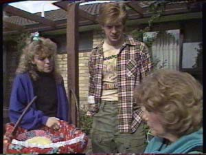 Charlene Mitchell, Clive Gibbons, Madge Mitchell in Neighbours Episode 0317