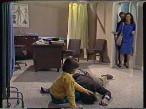 Vicki Gibbons, Graham Gibbons, Clive Gibbons, Kate Gibbons in Neighbours Episode 0319