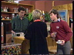 Des Clarke, Daphne Clarke, Mike Young in Neighbours Episode 0319