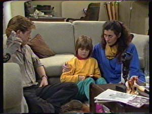 Clive Gibbons, Vicki Gibbons, Kate Gibbons in Neighbours Episode 0319
