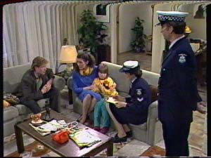 Clive Gibbons, Kate Gibbons, Vicki Gibbons in Neighbours Episode 0320