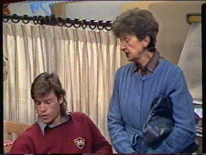 Mike Young, Nell Mangel in Neighbours Episode 0320