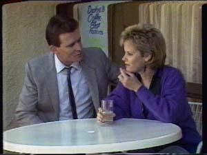 Daphne Clarke, Des Clarke in Neighbours Episode 0321