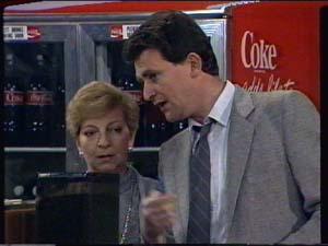 Eileen Clarke, Des Clarke in Neighbours Episode 0321
