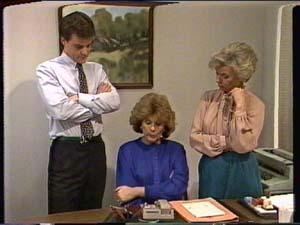 Paul Robinson, Madge Mitchell, Helen Daniels in Neighbours Episode 0321
