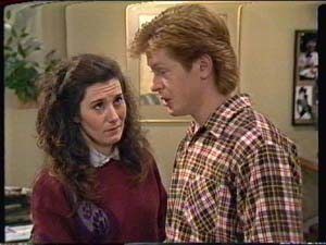 Kate Gibbons, Clive Gibbons in Neighbours Episode 0322