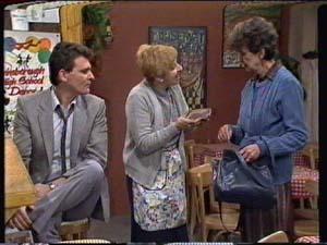 Des Clarke, Eileen Clarke, Nell Mangel in Neighbours Episode 0322