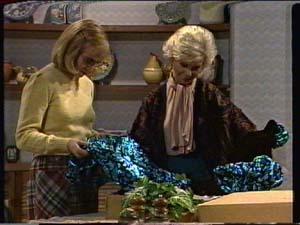 Jane Harris, Helen Daniels in Neighbours Episode 0322