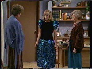 Nell Mangel, Jane Harris, Helen Daniels in Neighbours Episode 0322