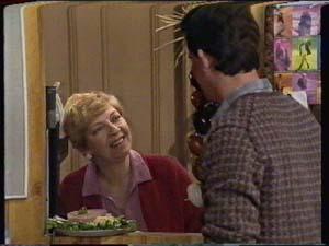 Eileen Clarke, Des Clarke in Neighbours Episode 0322
