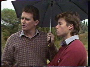 Des Clarke, Mike Young in Neighbours Episode 0322