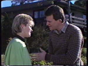 Daphne Clarke, Des Clarke in Neighbours Episode 0323