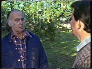 Ernie the groundsman, Des Clarke in Neighbours Episode 0323
