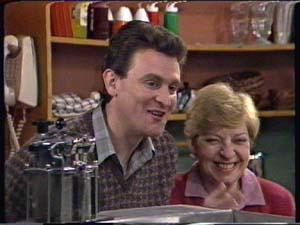Des Clarke, Eileen Clarke in Neighbours Episode 0323