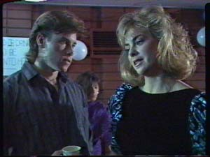 Mike Young, Jane Harris in Neighbours Episode 0324