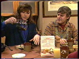 Susan Cole, Tom Ramsay in Neighbours Episode 0325