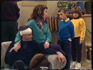 Graham Gibbons, Vicki Gibbons, Kate Gibbons, Lucy Robinson in Neighbours Episode 0325