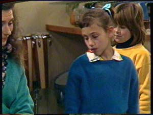 Kate Gibbons, Lucy Robinson, Vicki Gibbons in Neighbours Episode 0325
