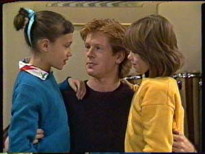 Lucy Robinson, Clive Gibbons, Vicki Gibbons in Neighbours Episode 0325