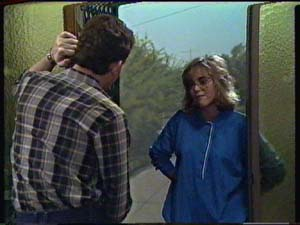 Des Clarke, Jane Harris in Neighbours Episode 0325