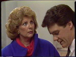 Madge Mitchell, Paul Robinson in Neighbours Episode 0326