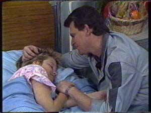 Daphne Clarke, Des Clarke in Neighbours Episode 0327