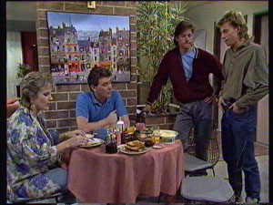 Daphne Clarke, Des Clarke, Mike Young, Scott Robinson in Neighbours Episode 0369