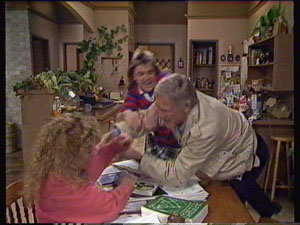 Charlene Mitchell, Ray Murphy, Shane Ramsay in Neighbours Episode 0370