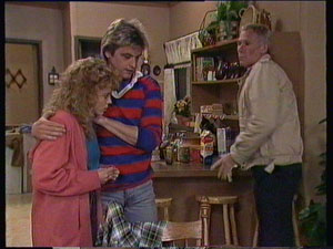 Ray Murphy, Charlene Mitchell, Shane Ramsay in Neighbours Episode 0370