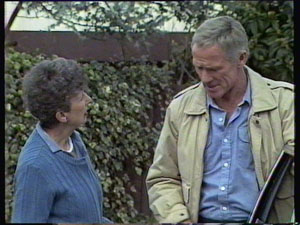 Nell Mangel, Ray Murphy in Neighbours Episode 0370