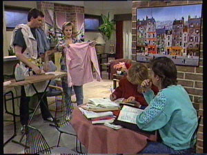 Des Clarke, Daphne Clarke, Jane Harris, Mike Young in Neighbours Episode 0370