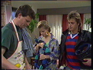 Des Clarke, Daphne Clarke, Shane Ramsay in Neighbours Episode 0370