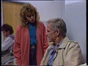 Charlene Mitchell, Ray Murphy in Neighbours Episode 0370