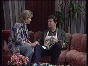 Daphne Clarke, Des Clarke in Neighbours Episode 0371