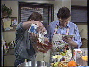Mike Young, Des Clarke in Neighbours Episode 0371