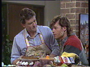 Des Clarke, Mike Young in Neighbours Episode 0371