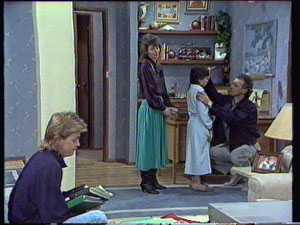Scott Robinson, Ruth Wilson, Lucy Robinson, Jim Robinson in Neighbours Episode 0372