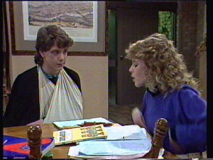 Warren Murphy, Charlene Mitchell in Neighbours Episode 0372