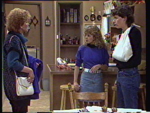 Charlene Mitchell, Warren Murphy, Madge Bishop in Neighbours Episode 0372