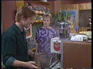 Clive Gibbons, Daphne Clarke in Neighbours Episode 0373