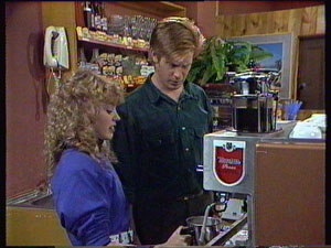 Charlene Mitchell, Clive Gibbons in Neighbours Episode 0373